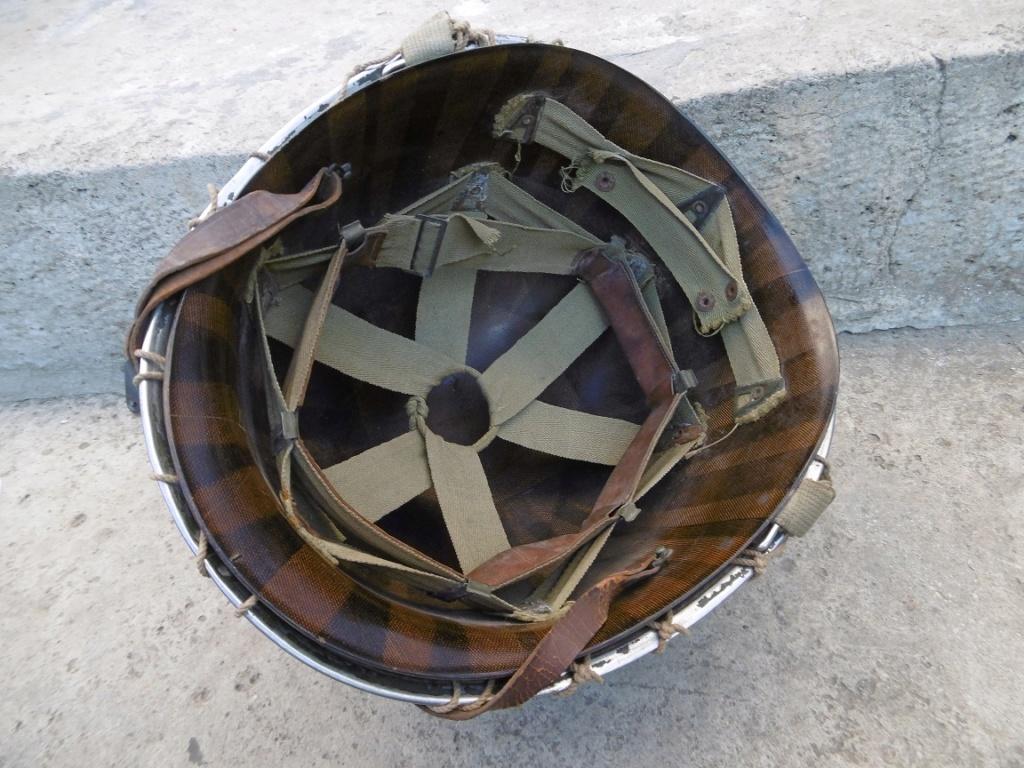 Un casque du RMT de la 2ème DB bien sympa et un peu d'Allemand. Ww311