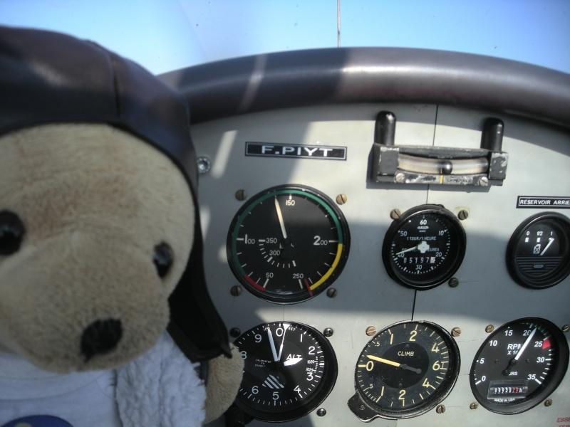 Les vols de la mascotte - Page 5 Alex_024