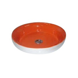 Salle de bain petite et sans lumière et basse de plafond (ph H_534911