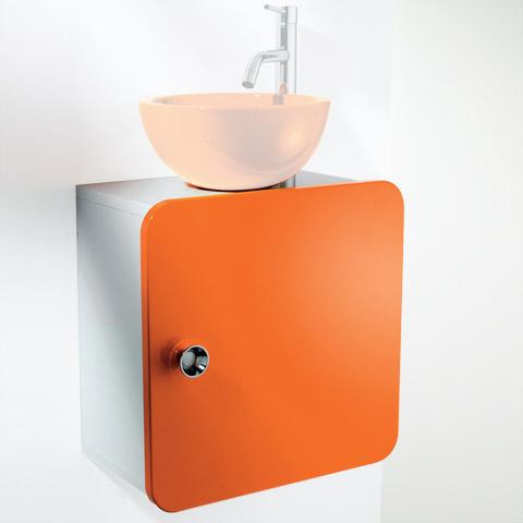 Salle de bain petite et sans lumière et basse de plafond (ph I_550810