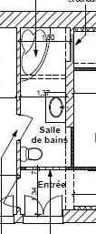 Salle de bain petite et sans lumière et basse de plafond (ph Plansd10