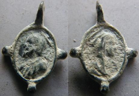 2 médaillettes Jésus / Marie (un nettoyage ce serait impec' ;o)) M710