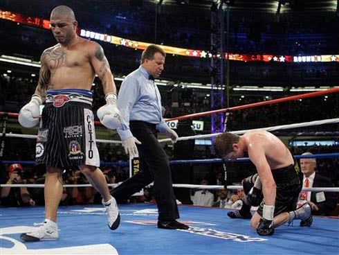 Cotto stops Foreman in Yankee Stadium bout Cotto210