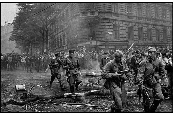 21 août 1968, parachutiste soviétique à Prague, opération Danube 12_bmp11