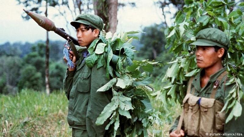 Kampuchéa démocratique contre Kampuchéa populaire 16009510