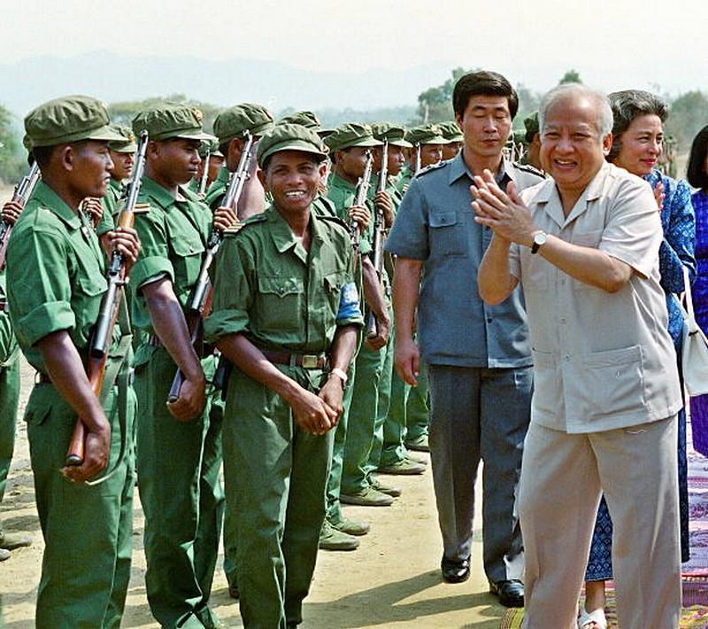 Kampuchéa démocratique contre Kampuchéa populaire 52016211