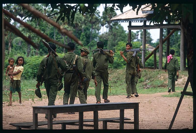 Kampuchéa démocratique contre Kampuchéa populaire 60744510