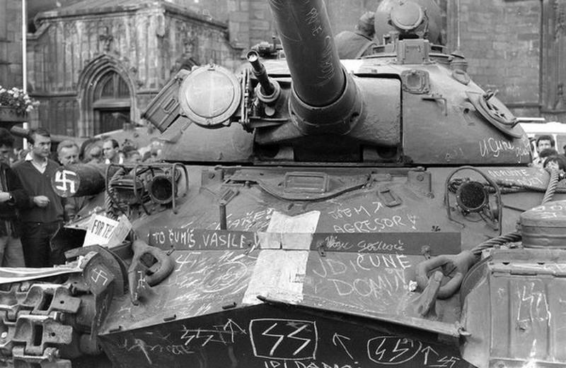 21 août 1968, parachutiste soviétique à Prague, opération Danube Graffi11