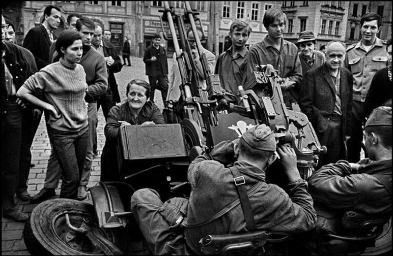 21 août 1968, parachutiste soviétique à Prague, opération Danube Used10
