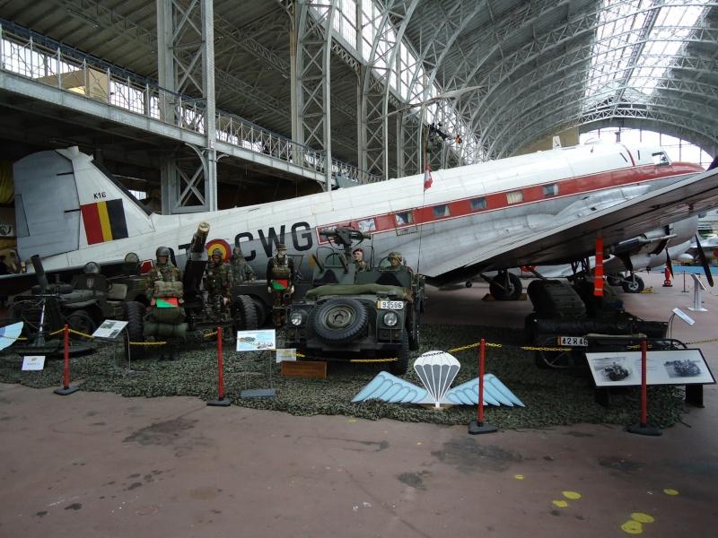 Le Dakota et le stand Para-Commandos au musée de l'Armée à Bruxelles. Dsc00017