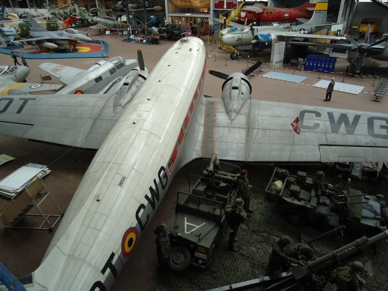 Le Dakota et le stand Para-Commandos au musée de l'Armée à Bruxelles. Dsc00019
