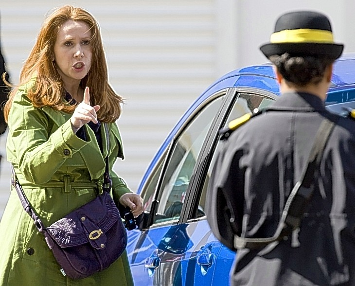 Catherine Tate. The Goddess. - Page 3 Coat10