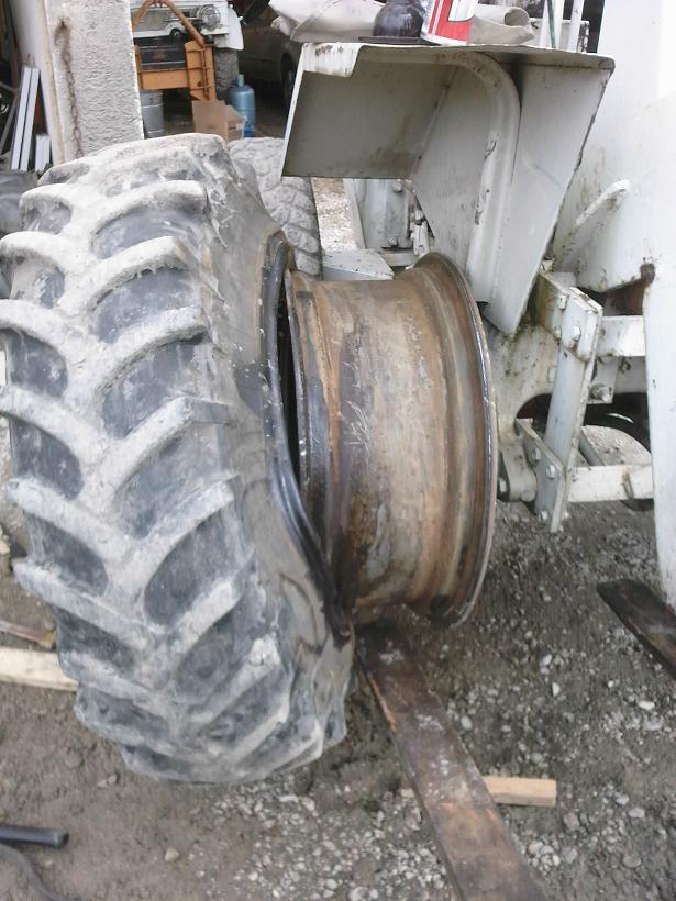 changer des pneus au démonte pneus 311