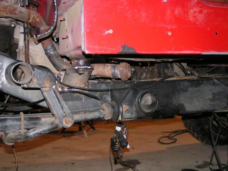 CJ 7 sur chassis mercedes et V8 mercos - Page 3 Pict5218