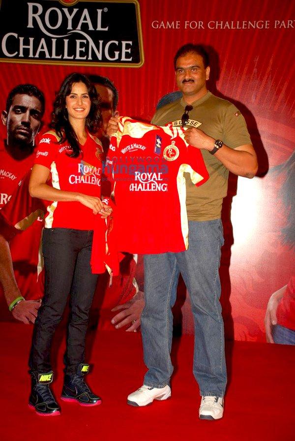 IPL Royal Challengers fans get a Royal treat with Katrina Kaif Still410