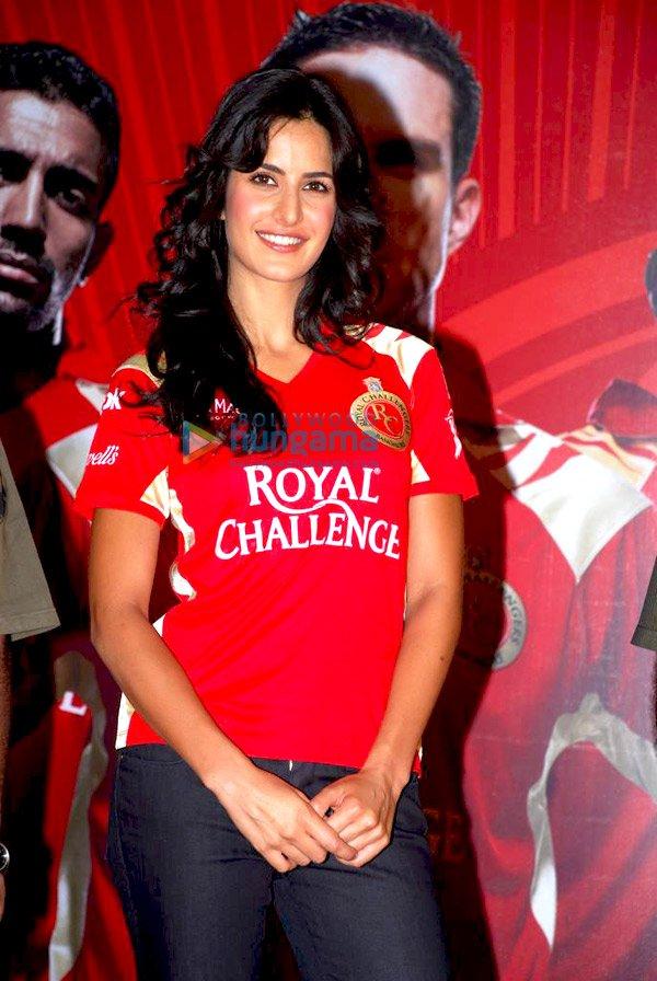 IPL Royal Challengers fans get a Royal treat with Katrina Kaif Still710