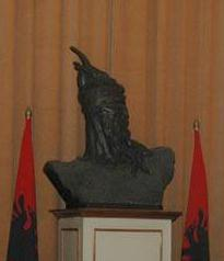 Pictures and Statues of Scanderbeg 3skend10