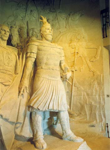 Pictures and Statues of Scanderbeg Hmalba10