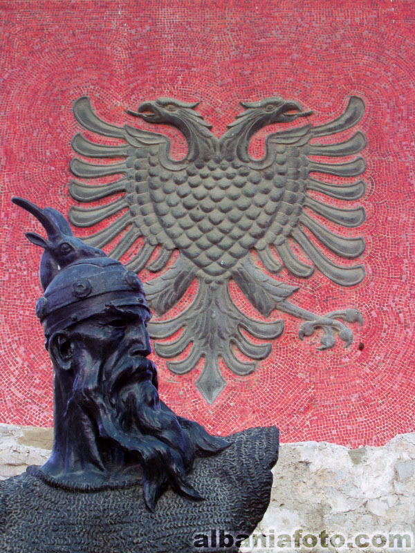 Pictures and Statues of Scanderbeg Lezha210