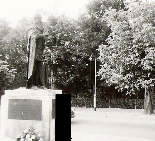 Pictures and Statues of Scanderbeg S_brus11