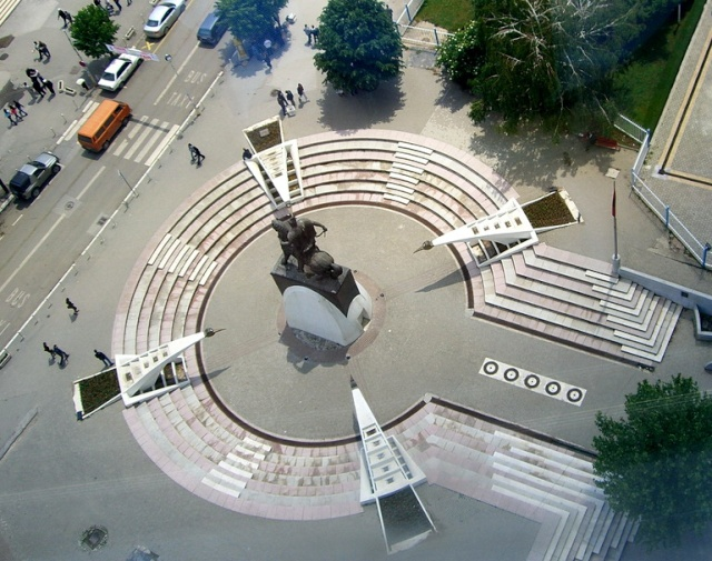 Pictures and Statues of Scanderbeg S_koso12