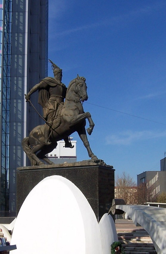 Pictures and Statues of Scanderbeg S_koso13