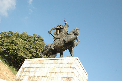 Pictures and Statues of Scanderbeg S_kruj10