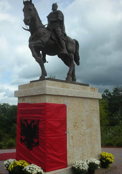 Pictures and Statues of Scanderbeg S_mich11