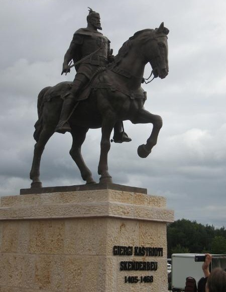 Pictures and Statues of Scanderbeg S_mich13