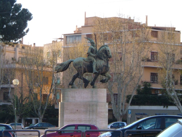 Pictures and Statues of Scanderbeg S_rome10
