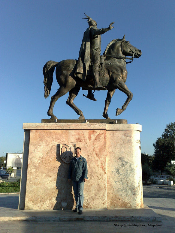 Pictures and Statues of Scanderbeg S_shku11