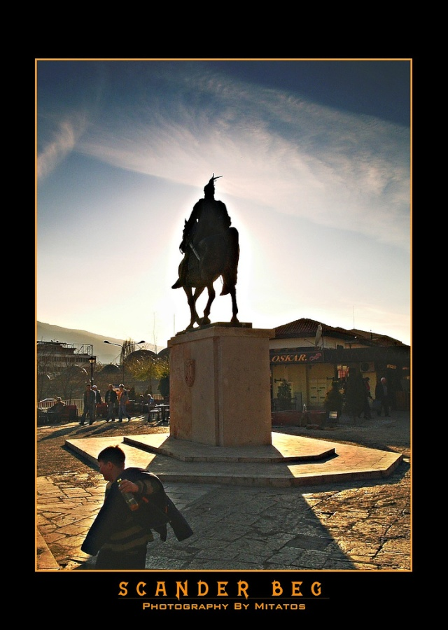 Pictures and Statues of Scanderbeg S_shku12