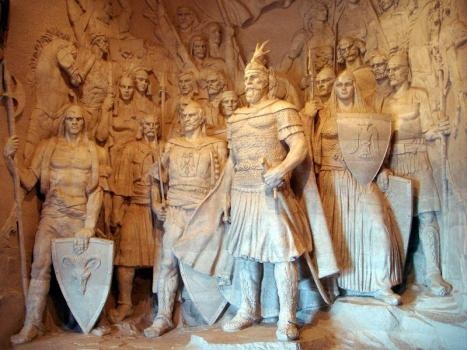 Pictures and Statues of Scanderbeg Scande10