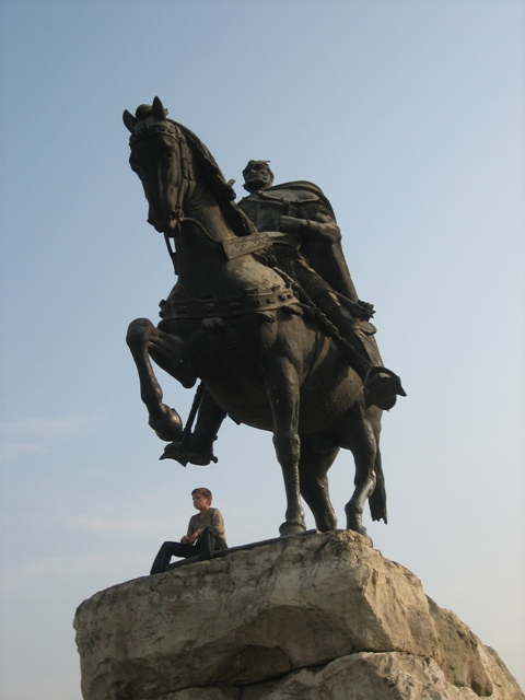 Pictures and Statues of Scanderbeg Skende18