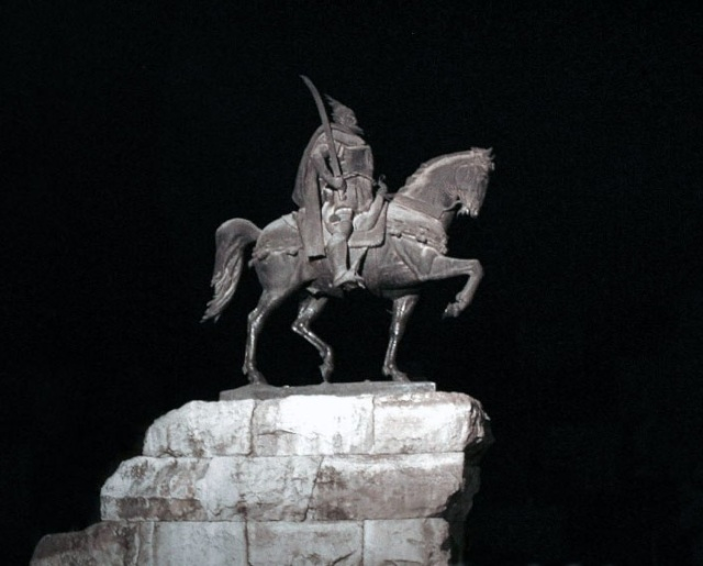 Pictures and Statues of Scanderbeg Skende19