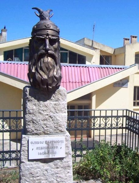 Pictures and Statues of Scanderbeg Skende21