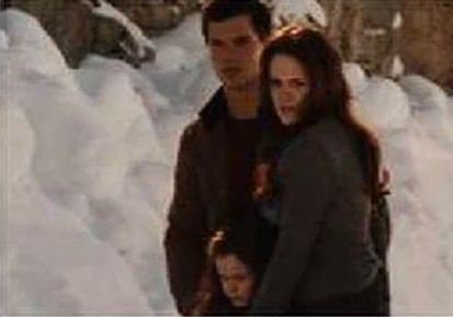 Twilight Chapitre 4 : Breaking Dawn... - Page 2 20631210