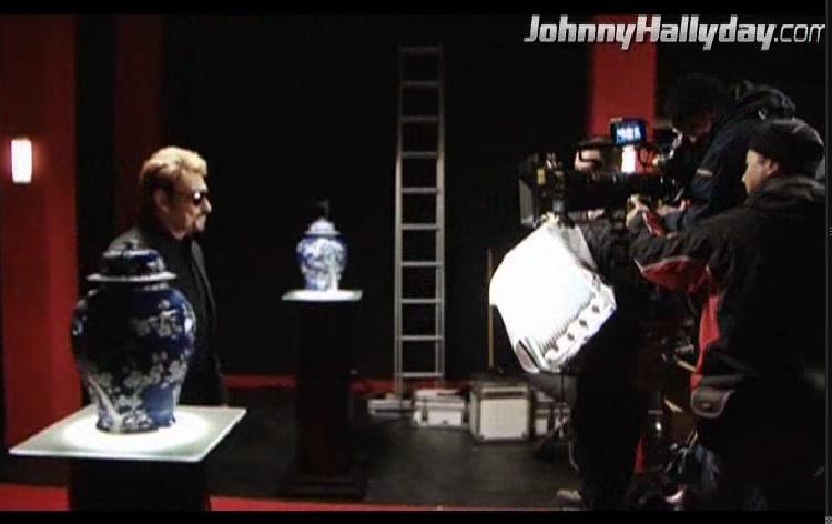"""Johnny Hallyday : Son retour dans... """"L'homme à la mallette"""" ! 2010-357"""