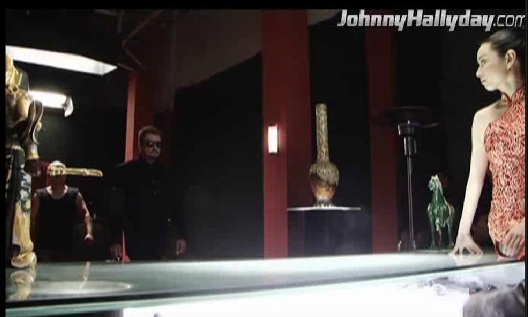 """Johnny Hallyday : Son retour dans... """"L'homme à la mallette"""" ! 2010-358"""