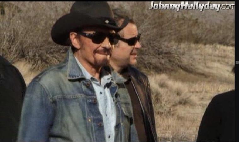 """Johnny Hallyday : Son retour dans... """"L'homme à la mallette"""" ! 2010-361"""