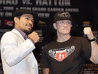 Pacman poses with Ricky Hatton Zzz_0410