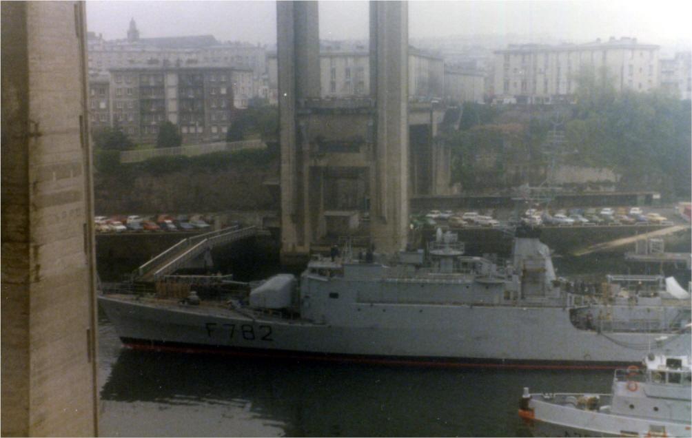 [Les ports militaires de métropole] Port de BREST - TOME 3 - Page 7 79100010