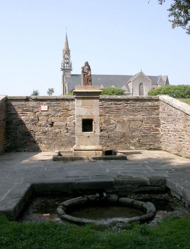 Fontaine de Sainte-Anne-la-Palud (Finistère) Fontai11