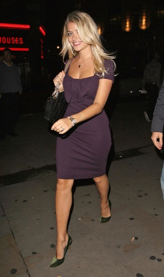 HOLLY WILLOUGHBY 60803_10