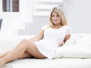 HOLLY WILLOUGHBY Hollyw11