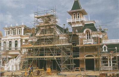 Photos de la construction du Parc Disneyland - Page 3 57301710
