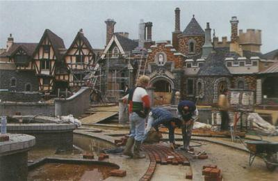 Photos de la construction du Parc Disneyland - Page 3 57302210