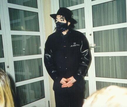 Foto di Michael Jackson con la mascherina - Pagina 5 Micha158