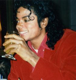 Immagini Michael Jackson che mangia e beve. - Pagina 13 Soul-m10