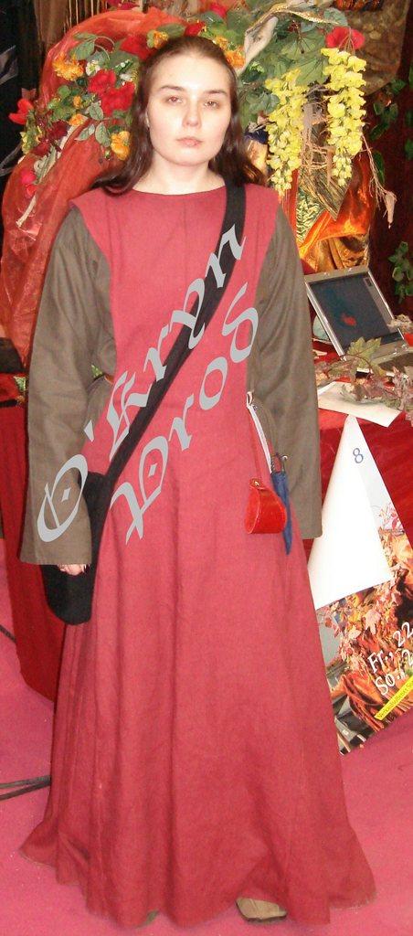 [Moyen-Age] Costume complet féminin Pontoi10